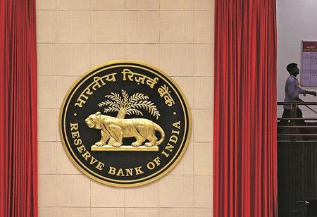 RBI Working Group Proposes Converting Large NBFCs into Banks